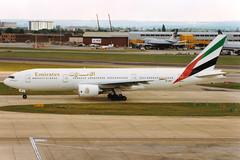 Emirates | Boeing 777-200ER | A6-EMG | London Heathrow (Dennis HKG) Tags: emirates emiratesairline uae ek boeing 777 777200 777200er boeing777 boeing777200 boeing777200er aircraft airplane airport plane planespotting london heathrow egll lhr a6emg