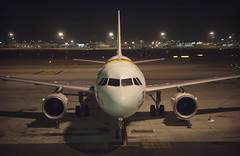 7 Hours (Alberto Sen (www.albertosen.es)) Tags: night plane noche airport nikon aircraft alberto aeropuerto avion sen 7horas albertorg albertosen