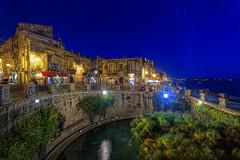 Fonte Aretusa - Arethuse fountain - Siracusa by night (max68sr) Tags: italy fountain canon fonte source sicilia siracusa ortigia aretusa 550d arethuse