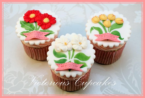 Stenciled Mothers Day Cupcakes