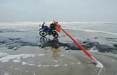 Vlieland - strand - Dam 35 - 15 februari 2012 (Dirk Bruin) Tags: strand vlieland zee yamaha vinden xt600e buit strandjutten jutten vondst jutterij jutbrommer