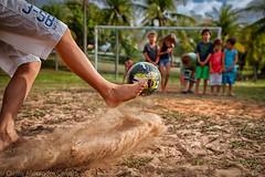 O Chute! (carlos alexandre camara) Tags: praia brasil natal ball children child soccer criança bola futebol cutuvelo canon5dmark2