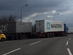 Maersk Line Shipping Containers (Stuart Axe) Tags: uk greatbritain england truck unitedkingdom box container lorry evergreen cast po gb sealand containership hyundai essex boxs yangming msc hanjin shippingcontainer kline hapaglloyd cosco maersk intermodal nedlloyd chinashipping hamburgsd uniglory bigmetalbox countyofessex ponedlloyd columbusline