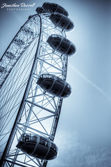 London Eye (Jonathan.Russell) Tags: london eye canon 40d jonooter jonathan russell uk vignette engineering circle ferris wheel pods contrails cloud