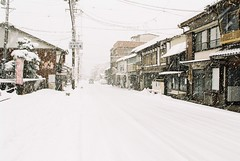 Snowy day in Gujo, Gifu prefecture, Japan (Phakorn) Tags: gujo gifu japan jp film ektar town quiet