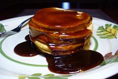 2012-02-25 - VJF Pumpkin Pancakes - 0014 (smiteme) Tags: food pancakes pumpkin vegan cinnamon vegetarian syrup veganism herbivore vegetarianism meatless veganjunkfood meatfree pumpkinpiepancakes whatveganseat cinnamonsyrup lanegold