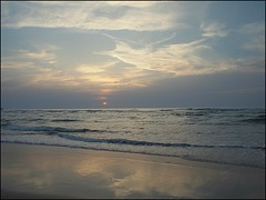 Playa de Valdearenas - Liencres (Marga_D...) Tags: sunset sky espaa sun color beach clouds marina reflections atardecer coast mar spain playa cielo colori santander reflejos liencres epl1 mygearandme mygearandmepremium mygearandmebronze mygearandmesilver