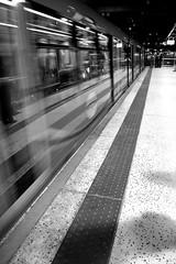 movement - london underground (FaBrYxX.) Tags: uk london train underground photography nikon photographer fabrizio londra treno metropolitan grassi d3100 nikond3100 fabriziograssi