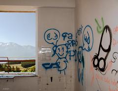 Pièce habitée ! (B.RANZA) Tags: streetart graffiti tag trace urbanart histoire waste graff sanatorium hopital empreinte exil cmc patrimoine urbex disparition abandonedplace mémoire friche centremédicochirurgical