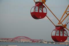 Kobe, Marina (Cheshire Cat's Friend) Tags: bridge red sea wheel marina cabin view ferris kobe