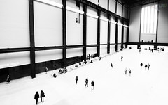 Tate Modern (Mr Bultitude) Tags: engine hall tate modern black white people walking art gallery london england