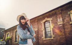 Sunshine (David Go ~) Tags: street portrait woman girl beauty sunshine germany pretty bokeh outdoor availablelight streetphotography karlsruhe davego tiefenunschrfe natrlicheslicht strassenfotografie davidgo canoneos6d sigmaart35mm