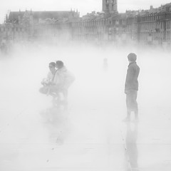 Miroir d'eau, Bordeaux, France (pas le matin) Tags: blackandwhite bw mist france water fog square mirror eau place noiretblanc bordeaux nb miroir brouillard brume placedelabourse aquitaine vapeur watermirror miroirdeau