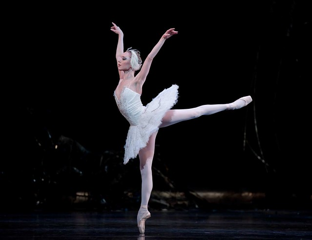 Sarah Lamb in Swan Lake © Bill Cooper/ROH 2012