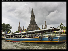 _M9P1_L1013074 copy (mingthein) Tags: leica river temple boat bokeh availablelight floating m chao wat ming summilux asph longtail element arun m9 fle phraya 3514 onn thein photohorologer mingtheincom m9p 3514asphfle blogmingtheincom