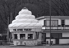 East Peoria Twistee Treat BW (Douglas Coulter) Tags: twisteetreat eastpeoriaillinois