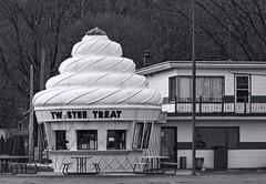 East Peoria Twistee Treat BW (Douglas Coulter) Tags: twisteetreat eastpeoriaillinois
