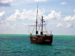 "El Barco Pirata de Morgan • <a style=""font-size:0.8em;"" href=""http://www.flickr.com/photos/78328875@N05/6877902678/"" target=""_blank"">View on Flickr</a>"