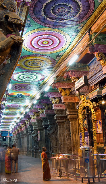 WORSHIPPER at MEENAKSHI SUNDARESWARAR TEMPLE, Madurai, Tamil Nadu, India  (I)