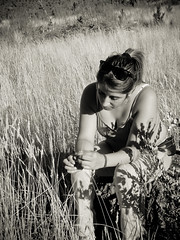melancolia (Bernardo Guzman Roa) Tags: byn blancoynegro pasto campo melancolia pensativa