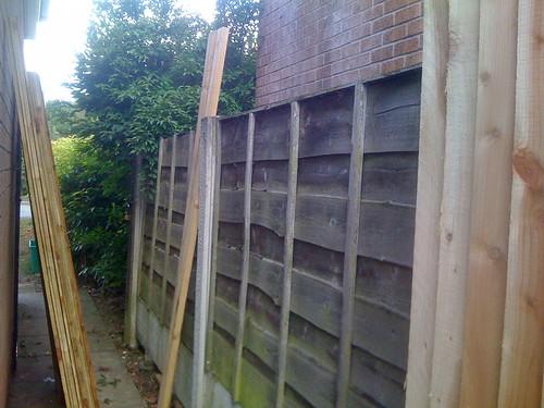 Hardwood Decking Alderley Edge - Modern Family Garden. Image 6
