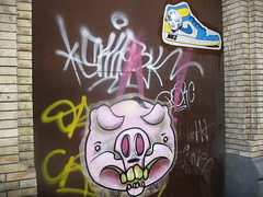 niko paste up (FLATTIRON / ISCE) Tags: barcelona street art up arte paste bcn stickers urbano niko pegatinas jams urba raval combos gotic barri flattiron