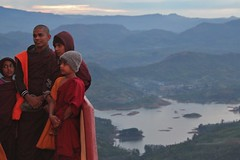 Monks waiting for sunrise with Maskeliya Reservoir from Adam's Peak, Sri Lanka (Sekitar) Tags: mountain lake sunrise landscape tank view adams buddhist peak monk reservoir sri lanka sacred summit srilanka gunung malai pemandangan adamspeak sripada maskeliya samanalakanda butterflymountain  sivanolipatha
