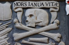 Mors Janua Vitae (monkeyiron) Tags: church skull scotland perthshire latin bones dunkeld birnam cathderal morsjanuavitae skullpower deaththedoortolife