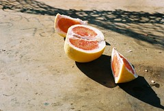 The Jabong (M.Ramalho) Tags: life sunlight film fruit contrast 35mm concrete hawaii living still healthy afternoon shadows dof natural oahu kodak earth iso400 grain grow lifestyle vibes sliced canonae1 tones portra naturallighting canon50mm18 nutrients colornegative pearlcity jabong mananaskatepark