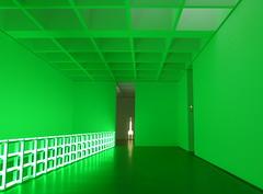 Zaal met installatie Dan Flavin (Pinakothek der Moderne Mnchen) (frans holtkamp) Tags: green mnchen groen installation danflavin pinakothekdermoderne installatie fransholtkamp