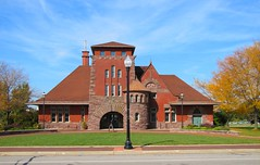 Muskegon Convention & Visitors Bureau (Eridony) Tags: railroad downtown michigan historic trainstation depot romanesque muskegon westernavenue nationalregisterofhistoricplaces nrhp conventionvisitorsbureau constructed1895
