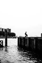 DSCF9579.jpg (Pablo SC) Tags: street holland netherlands puerto muelle dock rotterdam loneliness harbour horizon streetphotography holanda fujifilm bnw roterdam