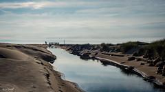 Smartphones are damaging your spine (Maike B) Tags: bridge beach strand meer smartphone northsea brcke dnemark nordsee pril lkken jammerbucht