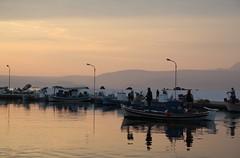 IMG_0497 (Jetty Boterhoek) Tags: haven zonsondergang greece lesvos vuurtoren lesbos schelp vuilnis afval zonsopkomst mintgroen loopplank skallaskaloni