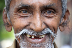 Mumbai cabbie (Pixel Addict) Tags: blue india smile eyes furry ears cabbie taxidriver davis mumbai sammie