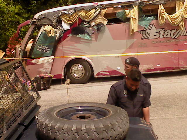 Brake faulty caused tourist bus to be overturned, leaving 2 dead