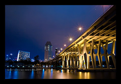 Singapore Skyline, Singapore (dgbs86) Tags: bridge light sky building water canon eos 1635mm benjaminshearesbridge f28l canoneos1635mmf28l