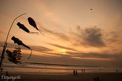 Atardecer en Kuta (dayangchi) Tags: bali indonesia atardecer playa paseo cielo nubes kuta cometas ltytr2 ltytr1 ltytr3 lamanoamiga
