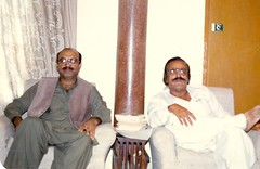 Altaf Shaikh with Atta Muhammad Murree in Kingri House, Karachi (Komal Khan Junejo) Tags: pakistan board writer sheikh sindh association travelogue ata jati atta sindhi sangat adab badin tandoadam talhar petaro shahbandar matli sujawal cadetcollege ketibandar marineengineer altafshaikh kingrihouse petarian mirpursakro uderolal pirpagaro kharochan mirpurbathoro safarnama muhammadmurree ghorabri thaatta