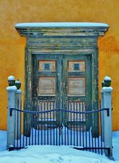 Beautiful entrance (tiinamanty) Tags: norway canon gate entrance soe greendoor dorr rros tiinamanty