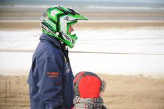 Enduropale : regarder passer les motos ((vincent desjardins)) Tags: mer france beach canon5d plage manche englishchannel 2012 enduro pasdecalais cotedopale spectateur ef24105mmf4lisusm stellaplage enduropale quarudo