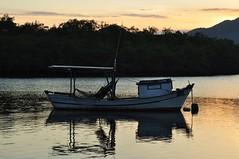 pouco cu... mais gua e paixo, claro! (Ruby Ferreira ) Tags: sunset lake lago prdosol notreatment