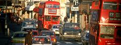 Londres, Inglaterra (Marco Pajola) Tags: inglaterra cidade horizontal europa exterior cotidiano londres viagem urbana rua turismo nibus cor trnsito dois congestionamento turstico europeu trfego nibusdedoisandares