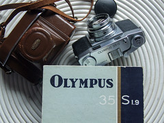 Olympus 35-S f1.9 G Zuiko rangefinder camera boxed-7291 (THE OLYMPUS CAMERAS COLLECTOR) Tags: rangefinder olympus accessories filmcamera originalbox originalcap 35sf19 erchardleathercase camerasphotos