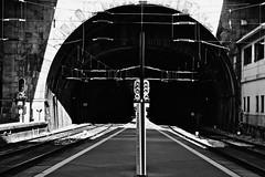 Train tunnel (heldertsantos) Tags: branco preto tunel comboio