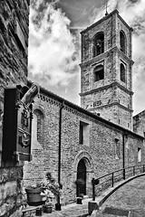 Castignano 03 (Promix The One) Tags: bw muro nuvole bn via chiesa campanile fiori marche biancoenero scorcio cieli mattoni canoneos1dsmarkii cassettadellaposta canonef28135f3556isusm castignanoap