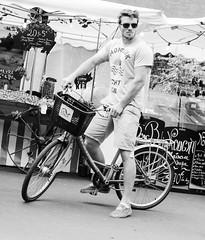 Le Cycliste et son vélo (Val Burey Photographie) Tags: street blackandwhite bw man france color men blanco beauty bike canon nb rouen normandie rue rues printemps couleur vélo centreville homme blackdiamond rencontre cycliste noirblanc urbaine pavé seinemaritime burey hautenormandie canon450 bwdiamondaward canon600d rouen52 valbureyphotographie