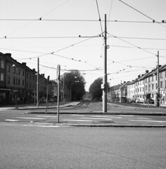 Älvsborgsgatan (rotabaga) Tags: blackandwhite bw 120 6x6 film mediumformat göteborg diy lomo lomography sweden gothenburg sverige lubitel166 tmax100 majorna svartvitt r09 mellanformat bwfp