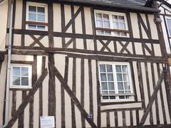 Bernay: vieille maison date de 1666 (vincentello) Tags: bernay maison colombages normandie