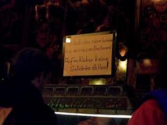 Auf'm Kicker keine Getrnke! (onnola) Tags: berlin sign kreuzberg germany deutschland pub schild cardboard drinks foosball billard beverages gwb kneipe kicker tablesoccer getrnk hinweis verbot guesswhereberlin guessedberlin schlawinchen gwbdrggkkrueger
